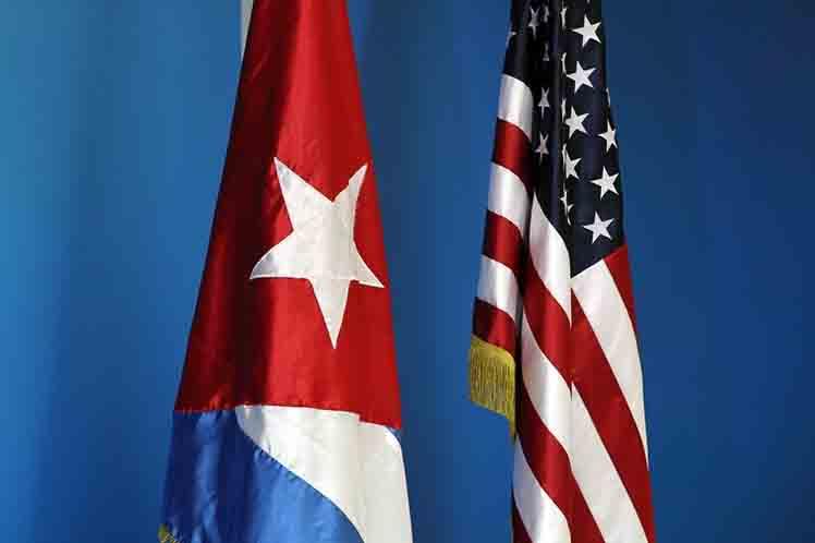 Cuba EEUU banderas