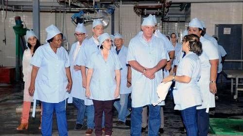 Diaz Canel en el Instituto de investigaciones de la Industria Alimentaria