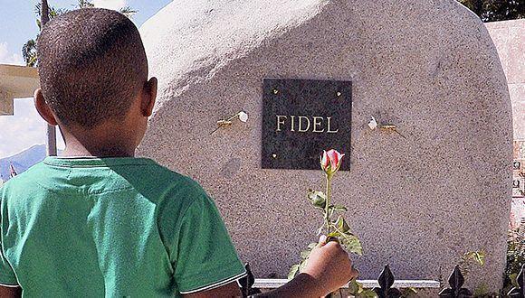 Fidel Castro tumba piedra cementerio santa ifigenia 580x330