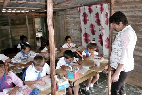 Aula multigrado en una escuela rural, Cuba