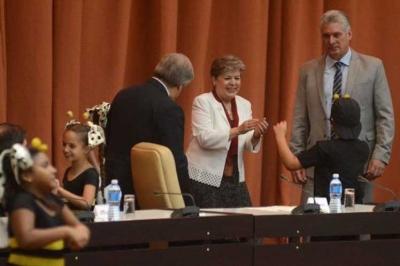 Presidente de Cuba felicita a compañía teatral infantil La Colmenita 05f20cc3742
