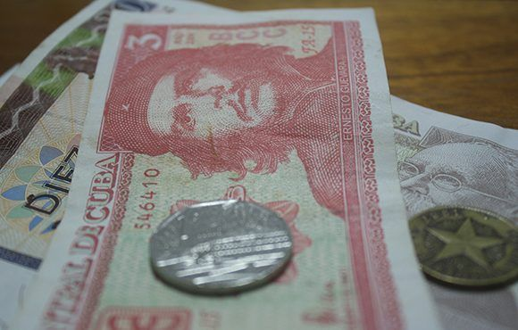 dinero cubano cambio de moneda MN CUC 4 580x370
