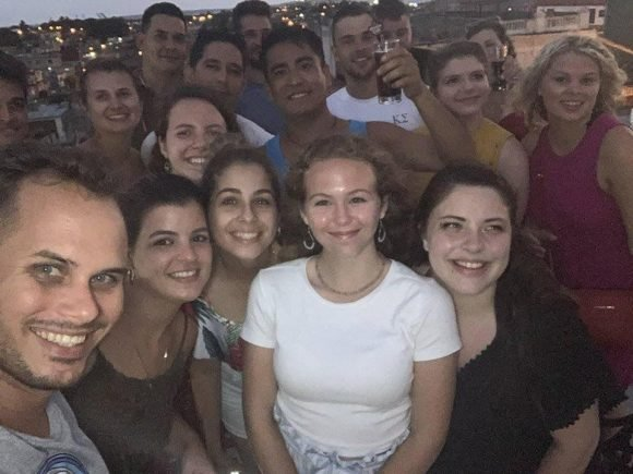 felicidaad estudiantes USA y Cuba 580x435