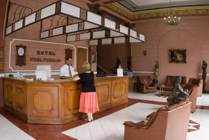 hotel vuelta abajo
