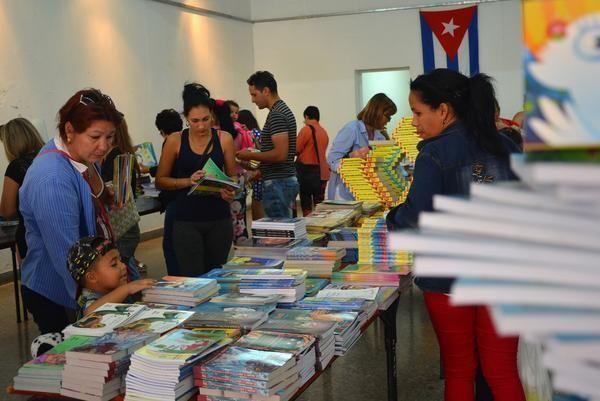 Feria del Libro en Ciego de Ávila. Foto: Osvaldo Gutiérrez/ ACN.