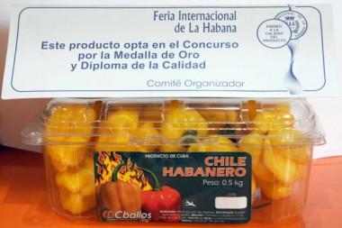 Ají picante Chile Habanero, producto que compite por el Diploma de la Calidad, de la Empresa Agroindustrial Ceballos, expuestos en la XXXVI Feria Internacional de La Habana, FIHAV 2018. Foto: Omara García/ACN: