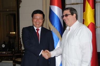 Canciller cubano recibe a su homólogo y viceprimer ministro de Vietnam, Phan Binh Minh