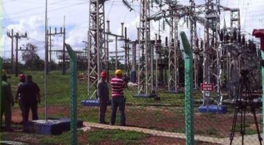 Trabajadores de la electricidad en Cuba