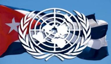 Bandera cubana y logo de la ONU