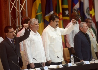 Miguel Díaz Canel, Raúl Castro, Nicolás Maduro y otros integrantes en la Cumbre ALBA-TCP