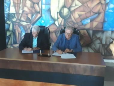 Higinio y Fraccari firman acuerdo beisbolero en La Habana