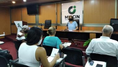 La ministra de Comercio Interior Betsy Díaz Velázquez en conferencia de prensa.