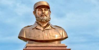 El inédito busto en bronce de Fidel, montado sobre un pedestal de mármol en Quang Tri, Vietnam.