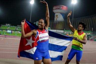 Las medallas de oro de Omara Durand, Leinier Savón y Ulicer Aguilera dieron buen arranque al atletismo cubano en los VI Juegos Parapanamericanos, con asiento en Lima.  Durand elevó a cinco las medallas de oro de Cuba este sábado, al correr los 200 metros de la categoría T12 (débiles visuales profundos) en 23.67 segundos. Según ella se trató de una marca «muy buena de acuerdo a la preparación realizada para llegar aquí».  La recordista mundial de esa distancia, con tiempo de 23.03 segundos, aseguró además qu