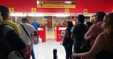 Cubanos en aeropuerto