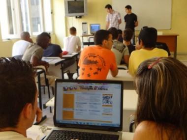 Estudiantes universitarios cubanos