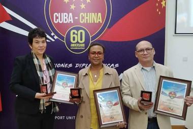 Médicos reciben distinción 60 aniversario de relaciones Cuba-China