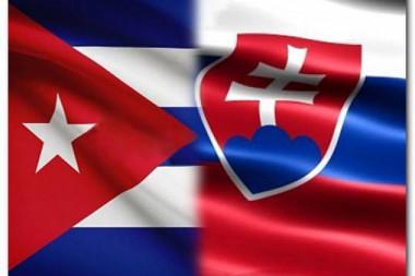 Banderas de Cuba y Eslovaquia