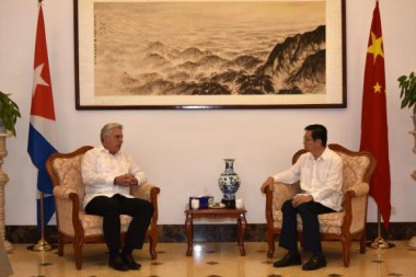 Diaz-Canel en Embajada de China en Cuba.