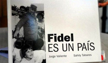 """""""Fidel es un país"""", noventa imágenes en la historia. Autores: Jorge Valiente y Sahily Tabares."""