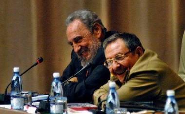 Fidel y Raúl en la Asamblea Nacional . Foto: Ismael Francisco / Cubadebate