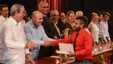 Más de mil nuevos ingenieros y arquitectos en graduación de la Cujae
