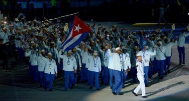 La delegación cubana desfiló encabezada por el triple campeón olímpico, Mijaín López. Foto: Ricardo López Hevia/ Granma/ Cubadebate.