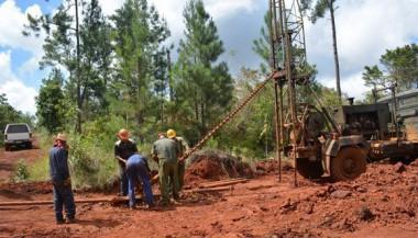 Geólogos trabajando en Pinares de Mayarí. Foto: Cortesía MINEM