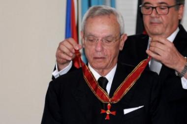 Embajador de Alemania en Cuba, Thomas Karl Heiseringer, entregó hoy al historiador de La Habana, Eusebio Leal Spengler, la Cruz federal al mérito