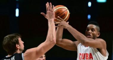 Cuba frente a EE.UU. en eliminatoria mundialista de baloncesto (m)
