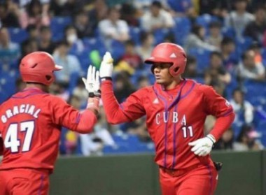 Peloteros cubanos vencieron 4-3 a Rocklands, en Liga Can-Am