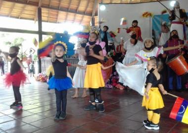 Una emotiva gala cultural protagonizada por niños integrantes de las Colmenas Bolivarianas, fue el regalo de las misiones sociales cubanas en Venezuela, en saludo al bicentenario de la Batalla de Carabobo, acción bélica que tuvo lugar un 24 de junio de 1821.