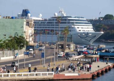 Crucero abordando a La Habana