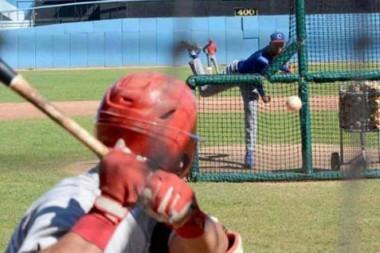 Equipo cubano de béisbol afina sus armas en entrenamientos en México
