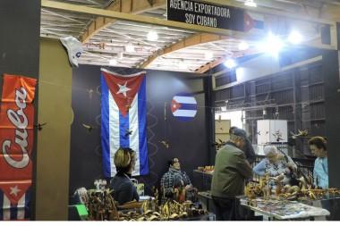 Presencia de Cuba en feria de artesanía en Colombia