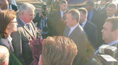 Arriba Díaz Canel a Belarús en visita oficial