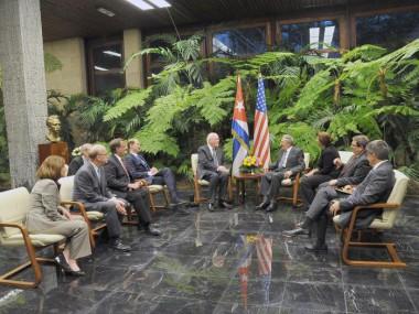La Habana, 21 feb.- El General de Ejército Raúl Castro Ruz, presidente de los Consejos de Estado y de Ministros, recibió ayer  martes a una delegación del Congreso de los Estados Unidos encabezada por el senador demócrata por el estado de Vermont, Patrick Leahy.