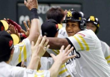 Despaigne lidera jonrones y carreras impulsadas en Liga Japonesa de Béisbol