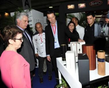 Presidente de Cuba recorre Feria de Alimentos 2.0
