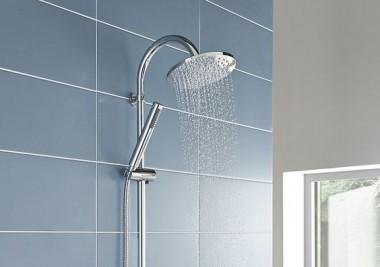 Las duchas de agua fría traen beneficios para la salud