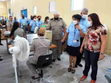 Recorre ministra de Comunicaciones Oficina de Cambio Internacional de Correos de Cuba