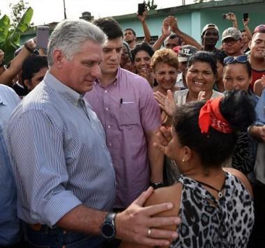 Díaz-Canel y Valdés Mesa intercambian con los camagüeyanos