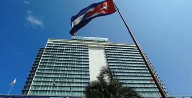 Felicita Primer Ministro cubano al hotel Habana Libre por sus 62 años