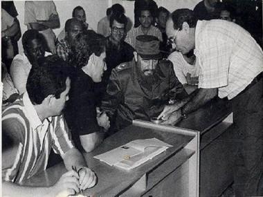 Durante su visita Fidel se interesó por conocer cada uno de los detalles del proceso productivo