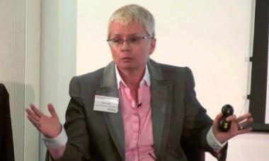 La británica Joyce Cook, jefa oficial de las Asociaciones Miembro de la FIFA.