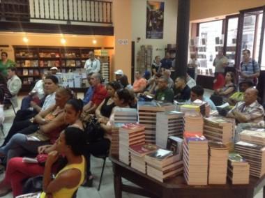 La Librería Fayad Jamís permite una interrelación entre los lectores y los autores, con el fin de promover la obra de los escritores cubanos (Foto: Maykel Paneque/ Uneac.org.cu).