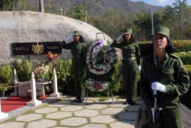 Mujeres rinden homenaje a Vilma Espín