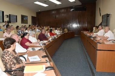 Examina Gobierno cubano programas de enfrentamiento al cambio climático y conservación de la memoria histórica