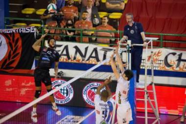 Comienzan semifinales en voleibol francés y habrán cubanos en escena