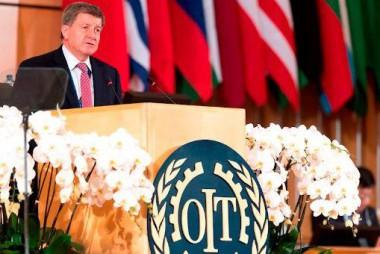 El director de la Organización Internacional del Trabajo (OIT), Guy Ryder, fue el encargado de presentar el nuevo informe de manera virtual. Foto: EFE